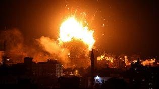 Le bâtiment d'Al-Aqsa TV, la chaîne du Hamas, détruit par un tir de l'armée israélienne, dans la nuit du lundi 12 au mardi 13 novembre 2018, dans la bande de Gaza. (BASHAR TALEB / AFP)