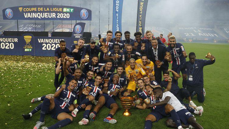 La joie des joueurs du PSG après leur nouvelle victoire en Coupe de la Ligue (GEOFFROY VAN DER HASSELT / AFP)