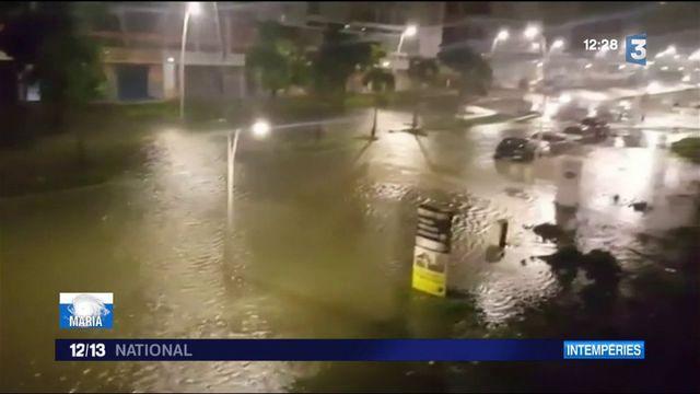 La Guadeloupe attend la fin du passage de l'ouragan Maria
