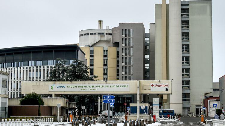 Le plan blanc a été déclenché à l'hôpital de Creil, où était passé le patient français décédé. (PHILIPPE HUGUEN / AFP)