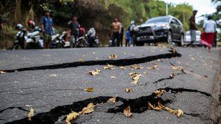 Une vue des dommages après le séisme dans le nord de l'île de Lombok (Indonésie), le 10 août 2018. (GARRY LOTULUNG / NURPHOTO / AFP)