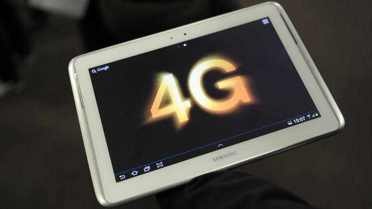 Une tablette numérique vantant les mérites de la 4G, photographiée le 9 septembre 2013. (ERIC PIERMONT / AFP)