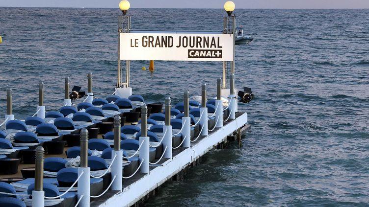 """Une vue du ponton du studio délocalisé du """"Grand Journal"""" à Cannes, le 17 mai 2013. (ERIC GAILLARD / REUTERS)"""