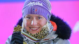 Tessa Worley, championne du monde de slalom géant, à St Moritz (Suisse), le 16 février 2017. (MICHAEL KAPPELER / DPA)