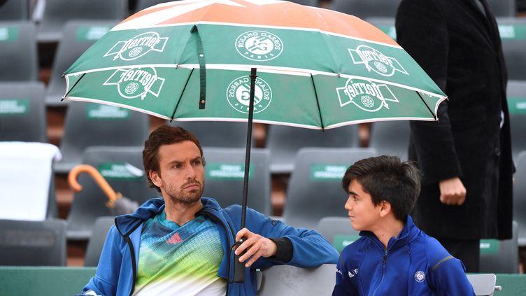 Ernests Gulbis déchante sous la pluie (MIGUEL MEDINA / AFP)