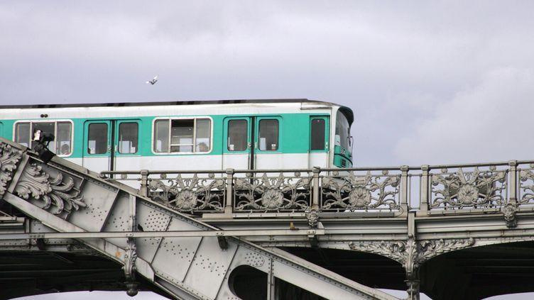 Les tarifs des transports en commun d'Ile-de-France vont augmenter au 1er janvier 2012. (JOEL SAGET / AFP)