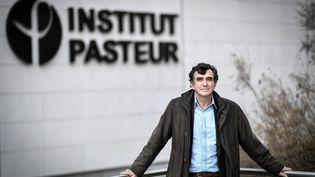 L'épidémiologiste Arnaud Fontanet devant l'Institut Pasteur, à Paris, le 25 novembre 2020. (STEPHANE DE SAKUTIN / AFP)