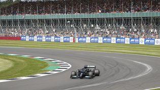 Lewis Hamilton a été le pilote le plus rapide des qualifications pour la course sprint, vendredi 16 juillet. (ADRIAN DENNIS / AFP)