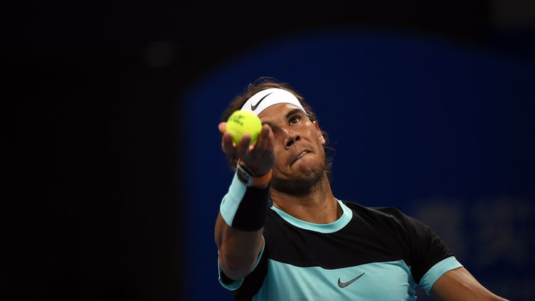 Rafael Nadal au service (GOH CHAI HIN / AFP)