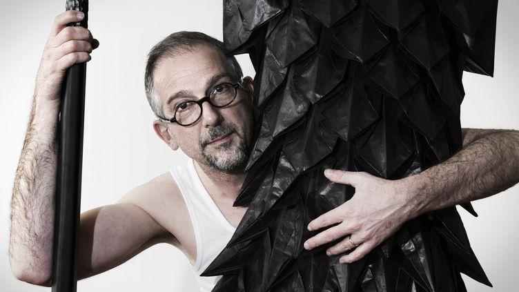 Le maître plisseur Pietro Seminelli  (JOEL SAGET / AFP)