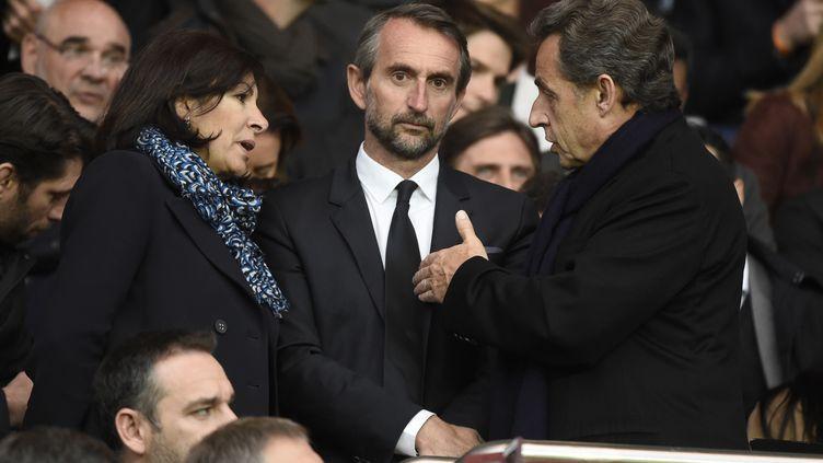 Nicolas Sarkozy en discussion avec la maire de Paris Anne Hidaldo sous les yeux de Jean-Claude Blanc (JEAN MARIE HERVIO / DPPI MEDIA)