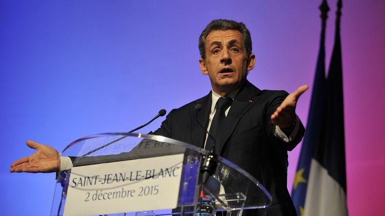 Le président du parti Les Républicains, Nicolas Sarkozy, le 2 décembre 2015 à Saint-Jean-Le-Blanc (Loiret). (GUILLAUME SOUVANT / AFP)