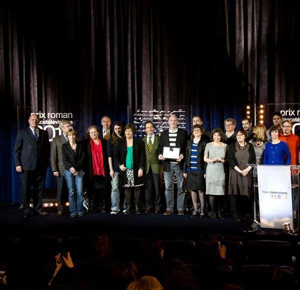 La photo officielle : le lauréat, les membres du jury et du comité de sélection, et Rémy Pflimlin  (Vincent PANCOL)