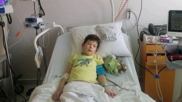 Noé souffre du syndrome de PIMS : une inflammation grave de ses organes, dont son cœur, déclenchée par le Covid-19. (CAPTURE ECRAN FRANCE 3)