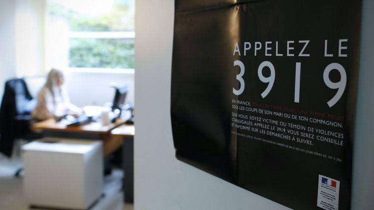 Une bureau d'écoute de la plateforme d'écoute nationale 39 19 contre les violences conjugales, le 18 juin 2021 à Paris. (MAXPPP)