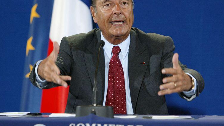 Jacques Chirac, lors du sommet de la Terre à Johannesburg (Afrique du Sud), le 2 septembre 2002. (PATRICK KOVARIK / AFP)