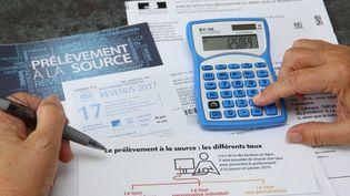 Un formulaire d'impôt sur le revenu et de prélèvement à la source, le 13 septembre 2018, en Alsace. (Photo d'illustration)  (MAXPPP)