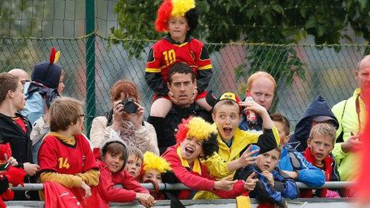 Supporters de l'équipe de Belgique de football.Westkapelle le 4 juin, avant le départ des «Diables rouges» pour le Brésil. (BRUNO FAHY / BELGA MAG / BELGA/AFP)