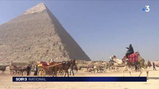 Les pyramides de Gizeh attirent beaucoup de touristes. (FRANCE 3)
