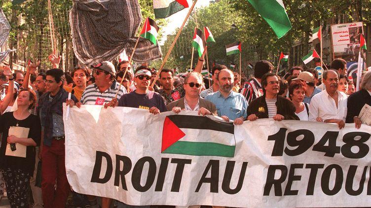 """Des manifestants lors de """"La Marche pour la Palestine"""" à Paris le 16 mai 1998. (JACK GUEZ / AFP)"""