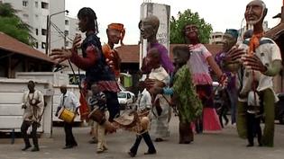 La marche chaloupée des grandes personnes de Boromo va travserser les rues de Villeurbanne pendant trois jours d'Invites  (France3 / Culturebox)