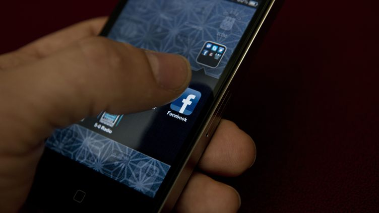 Le statut Facebook de la jeune femme a coûté très cher à son père. (BRENDAN SMIALOWSKI / AFP)