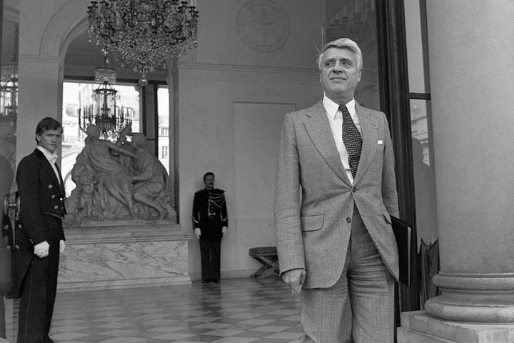 Le ministre du Travail Robert Boulin quitte l'Elysée, le 26 septembre 1976, après avoir participé au conseil des ministres. Son corps a été retrouvé trois jours plus tard, dans un étang. (MARCEL BINH / AFP)