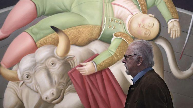 """Fernando Botero le 22 novembre 2017 dans l'exposition """"Botero, dialogue avec Picasso""""à Aix-en-Provence  (BORIS HORVAT / AFP)"""