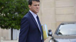 Le ministre de l'Intérieur, Manuel Valls, à la sortie de l'Elysée, à Paris, le 4 septembre 2013. (BERTRAND GUAY / AFP)