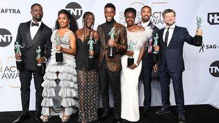 """Les acteurs du film """"Black Panther"""", le 27 janvier 2019 à Los Angeles (Etats-Unis). (FRAZER HARRISON / GETTY IMAGES NORTH AMERICA / AFP)"""