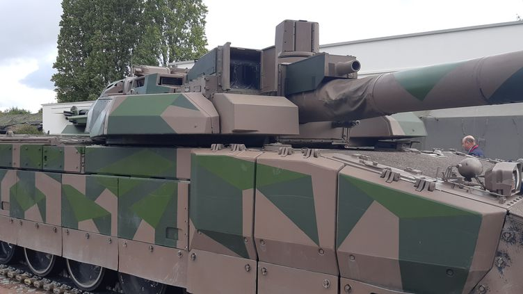 Un char Leclerc et son nouveau camouflage, le 10 octobre 2019 au camp de Satory (FRANCK COGNARD)