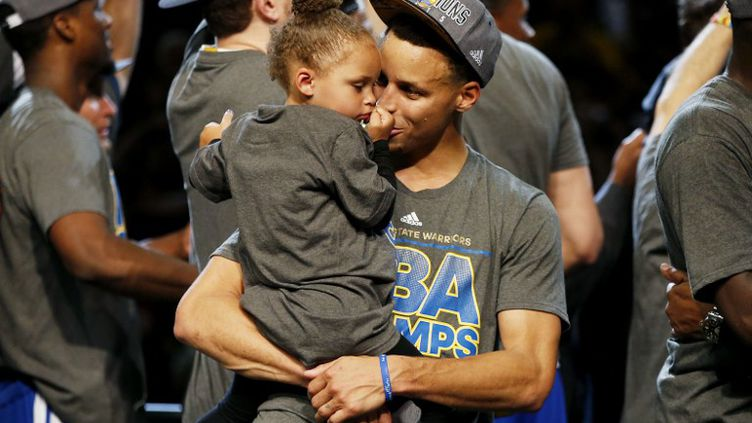 Stephen Curry et sa fille  (EZRA SHAW / GETTY IMAGES NORTH AMERICA)