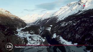 Si elle porte préjudice aux stations de ski, la fermeture des remontées mécaniques se révèle aussi une occasion pour redécouvrir la montagne autrement. Les équipes de France 2 vous font profiter de paysages époustouflants, sans les skis, lundi 4 janvier. (France 2)
