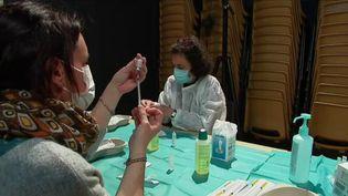 Covid-19 : du sérum physiologique injecté par erreur au lieu du vaccin Pfizer (France 3)