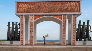 Porte du Non-Retour, où étaient amarrés les bateaux de la traite négrière prêts à traverser l'Atlantique. Un symbole de la mémoire de l'esclavage, érigé avec l'aide de l'Unesco. Ouidah, Bénin, le 23 mars 2019. (MOREAU LAURENT / HEMIS.FR / HEMIS.FR / HEMIS VIA AFP)