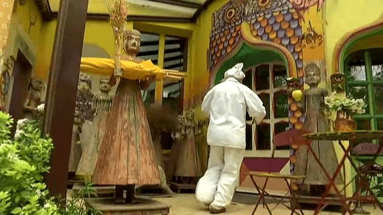 Slava nous fait découvrir le Moulin Jaune  (Capture d'écran France 3)