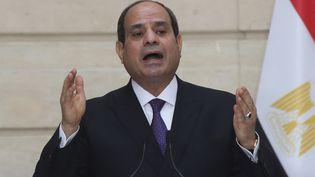 Face à l'impasse diplomatique pour mettre un terme au conflit entre Israéliens et Palestiniens, l'Egypte apparaît comme un médiateur incontournable. Ci-contre, le président égyptien Abdel Fattah al-Sissi, en décembre 2020. (MICHEL EULER / POOL / AFP)