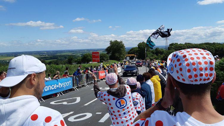 Des spectateurs du Tour de France à Mûr-de-Bretagne (Côtes d'Armor) le 27 juin 2021 (NICOLAS BLANZAT / FRANCE BLEU BREIZH IZEL / RADIO FRANCE)