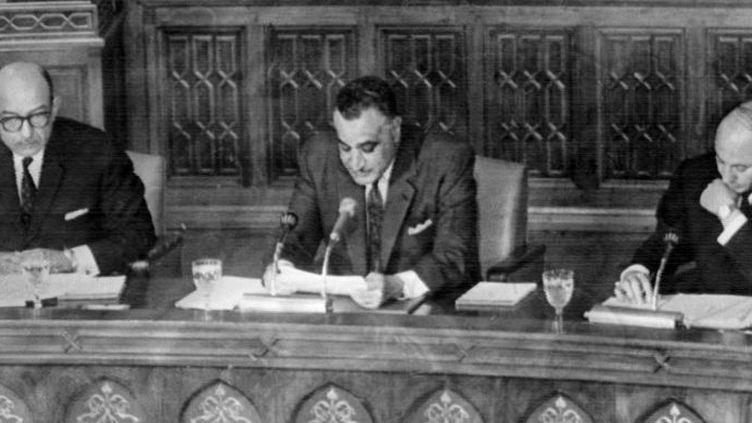 Gamal Abdel Nasser, en mai 1967, évoque le golfe d'Aqaba que l'Egypte veut fermer à Israël. (AFP)