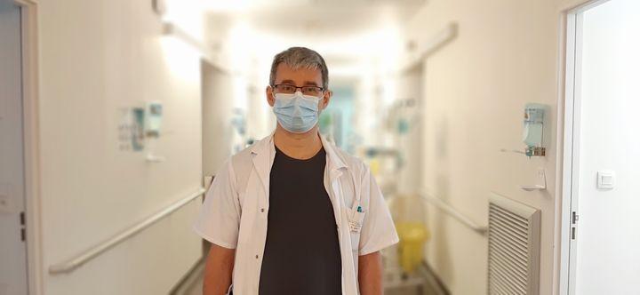 Le docteur Pierre Kuntz, le chef de l'unité Covid au centre hospitalier de Vesoul (Haute-Saone). (VALENTIN DUNATE / RADIO FRANCE)