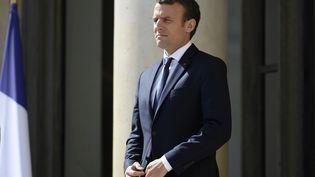 Emmanuel Macron, le 12 juin 2017, sur le perron de l'Elysée, à Paris. (LIONEL BONAVENTURE / AFP)