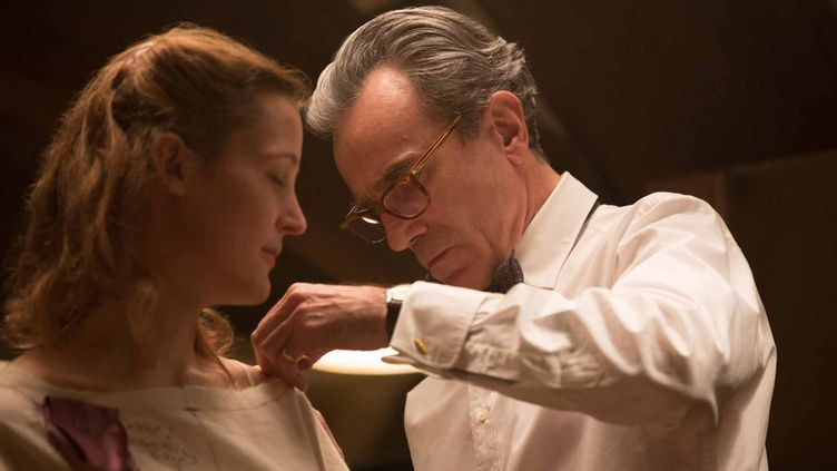 "Vicky Krieps et Daniel Day-Lewis dans ""Phantom Thread"" de Paul Thomas Anderson  (Universal Pictures International France )"