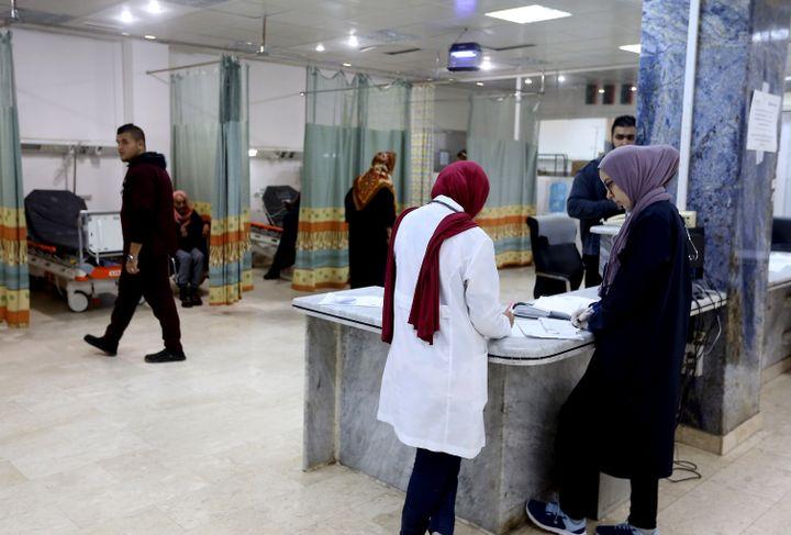 A l'hôpitalAl-Khadra à Tripoli, capitale de la Libye, le 8 janvier 2020. Le système de santé libyen est très désorganisé en raison de la guerre qui sévit dans le pays. (MAHMUD TURKIA / AFP)