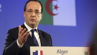 Le président François Hollande tient une conférence de presse, lors de sa première visite officielle en Algérie, le 19 décembre 2012. (PHILIPPE WOJAZER / AFP)