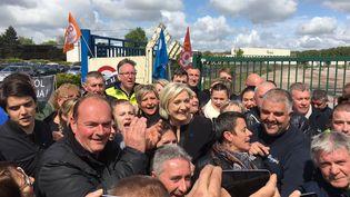 Marine Le Pen, en visite surprise auprès des salariés grévistes de Whirlpool, à Amiens (Somme), le 26 avril 2017. (PIERRE-LAURENT CONSTANT / FRANCEINFO)