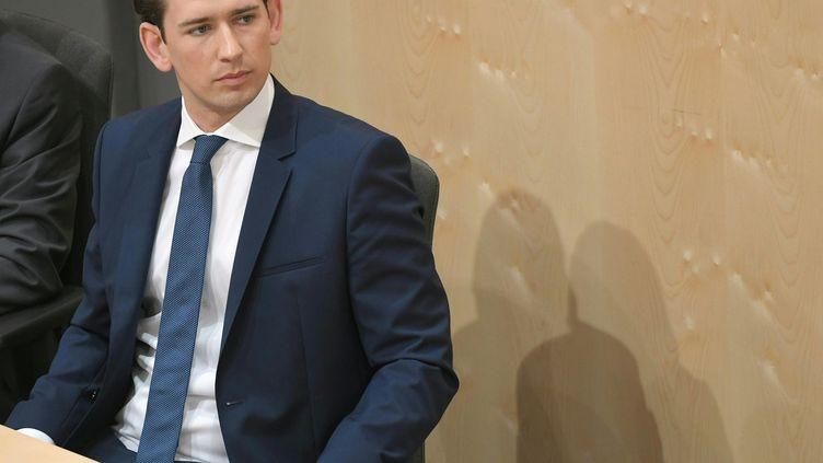 Sebastian Kurz lors de l'examen de la motion de censure de son gouvernement, à Vienne (Autriche), le 27 mai 2019. (ROLAND SCHLAGER / APA / AFP)