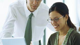 Pour neuf salariés sur dix, les bonnes relations professionnelles permettent d'obtenir une meilleure performance individuelle. (GÉRARD LAUNET / MAXPPP)