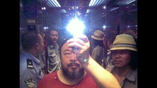 Depuis la fermeture de son blog en 2009, Ai Weiwei diffuse souvent via Twitter des photos prises avec son téléphone portable. L'immédiateté de ce média permet de contourner la censure de la sphère médiatique chinoise.  (Ai Weiwei)