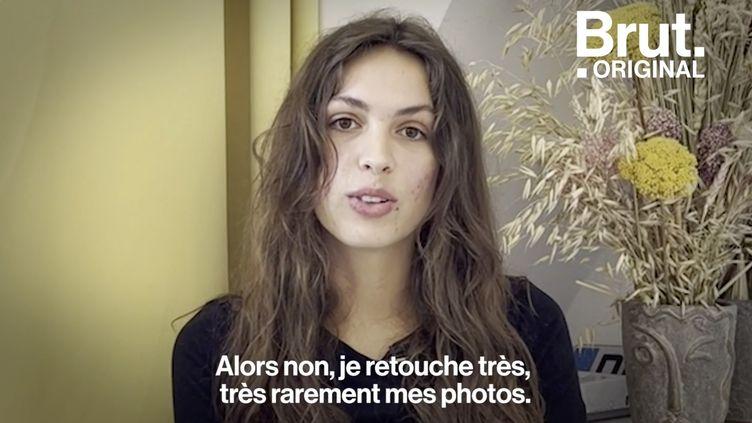 """VIDEO. """"J'arrive à m'accepter comme je suis"""", raconte Clara, créatrice de contenus OnlyFans (BRUT)"""