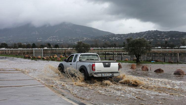 Une route inondée près de l'aéroport d'Ajaccio (Corse-du-Sud), samedi 21 décembre 2019. (PASCAL POCHARD-CASABIANCA / AFP)